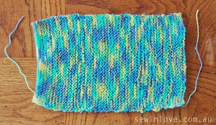 Free-baby-hat-knitting-pattern-garter-stitch-Step1