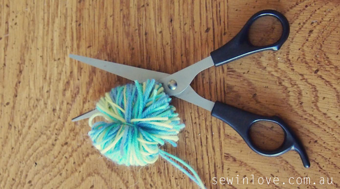 Free baby hat knitting pattern with pom poms: Garter ...