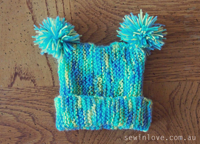 Knitted Daisy Flower Pattern : Free baby hat knitting pattern with pom poms: Garter stitch only! - Sew in Love