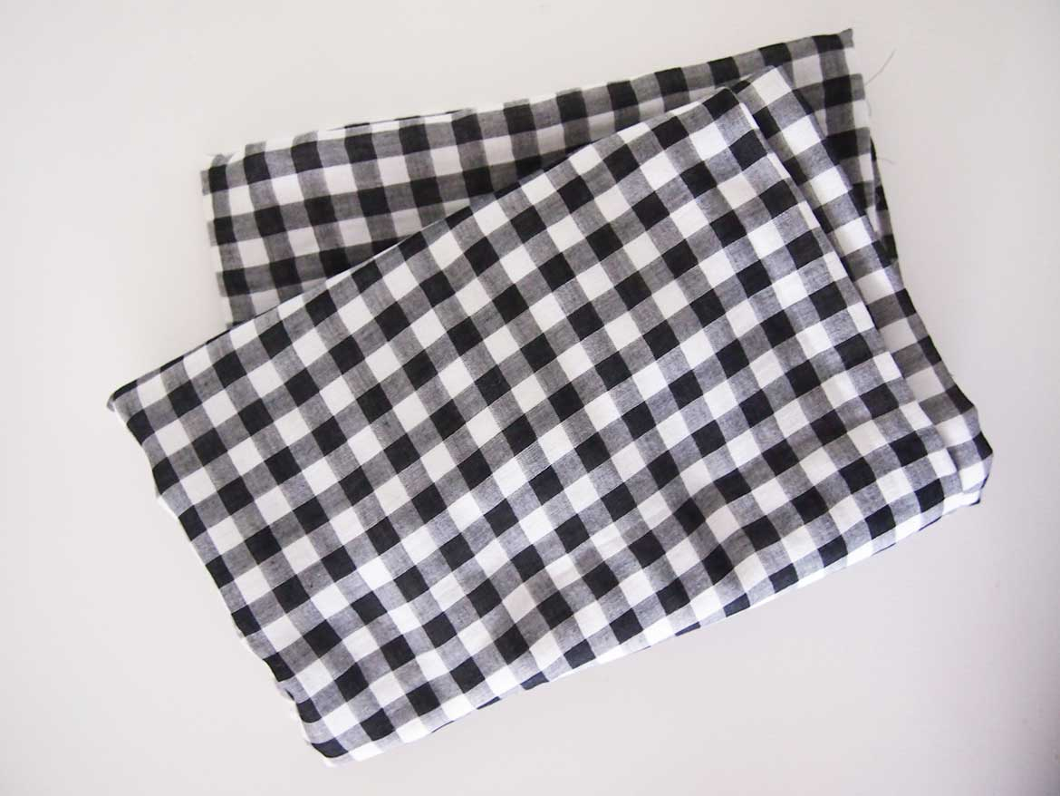 Double gauze is one of my favourite fabrics! This black and white gingham check fabric is from Fabric Town in Tokyo.