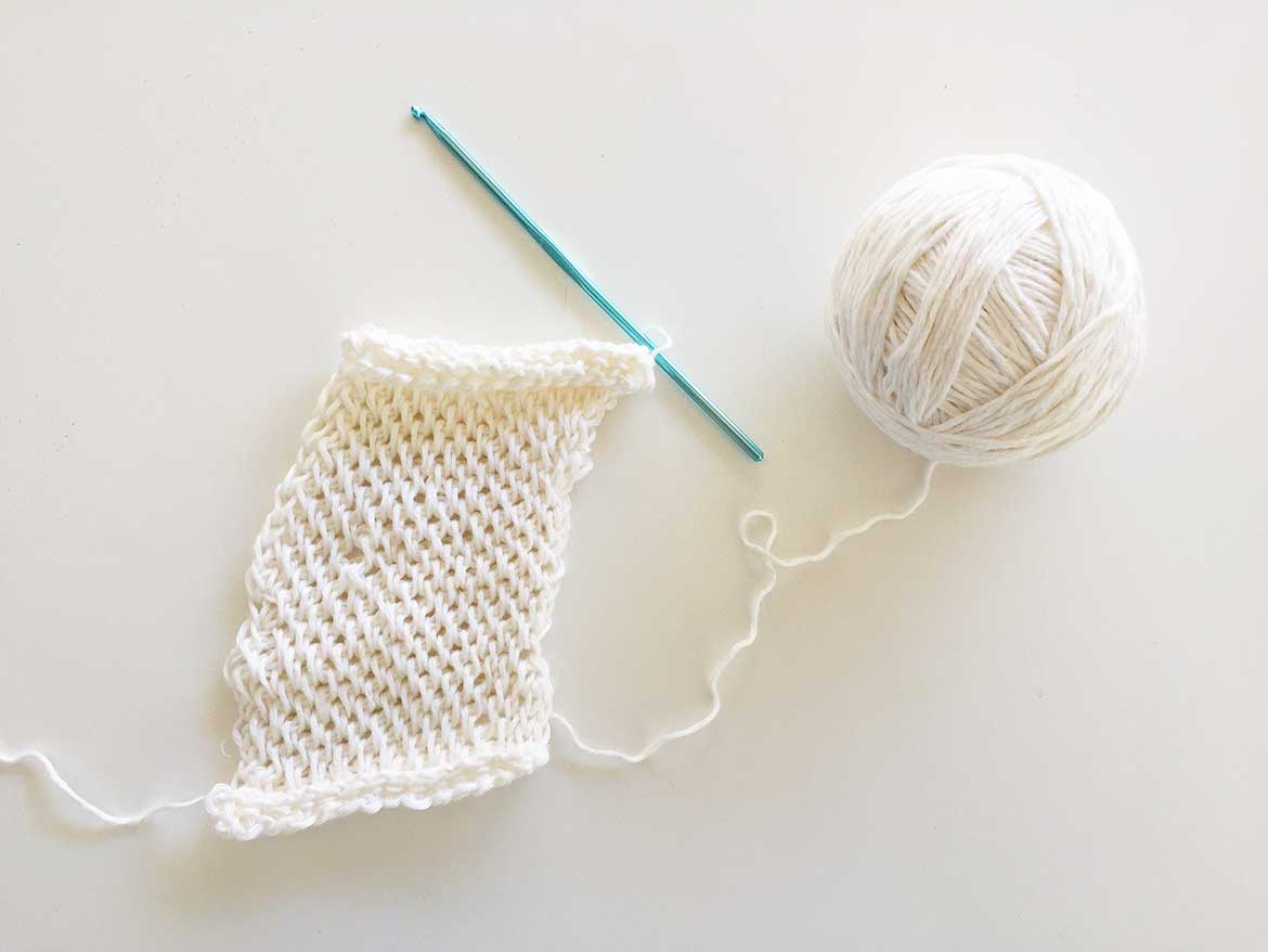 Free Dishcloth Crochet Pattern | I've tried many dishcloth crochet patterns and this one is by far the best. It's robust and textured enough to replace your disposable sponge, plus, it's quick to make!