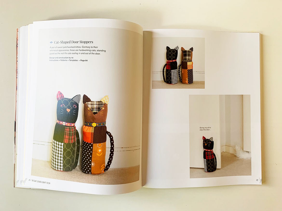 The Cat Lovers Craft Book - Book Review: Take a look inside this Japanese craft book dedicated to cat lovers. There's sewing patterns, knitting patterns, embroidery, patchwork and more, all about our feline friends! www.sewinlove.com.au